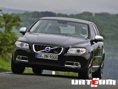 В России стартовали продажи абсолютно черного Volvo