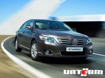 Toyota возобновляет экспорт в Россию бизнес-седана Camry