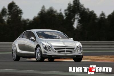 Mercedes отметил юбилей футуристичным концепткаром