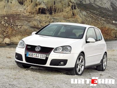 Volkswagen Golf превратили в «черную жемчужину»