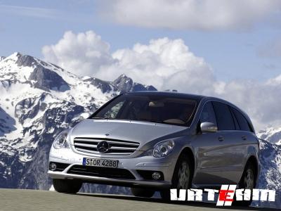 Папарацци впервые заглянули в кабину рестайлингового Mercedes-Benz GLK-класса