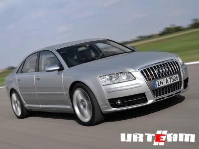 Audi S8 в «камуфляже» не нуждается