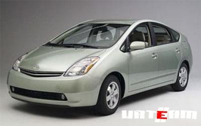 """Toyota оценил в валюте """"розеточный"""" Prius"""