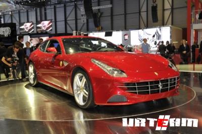 Neiman Marcus предлагает рождественскую партию Ferrari FF